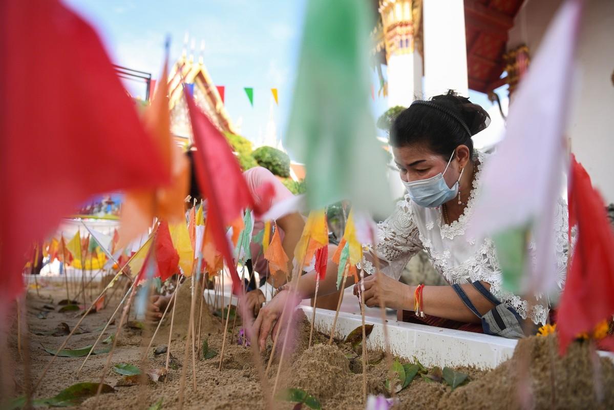 Dich Covid-19 bung tro lai, pho xa Thai Lan toi den giua tet Songkran-Hinh-3