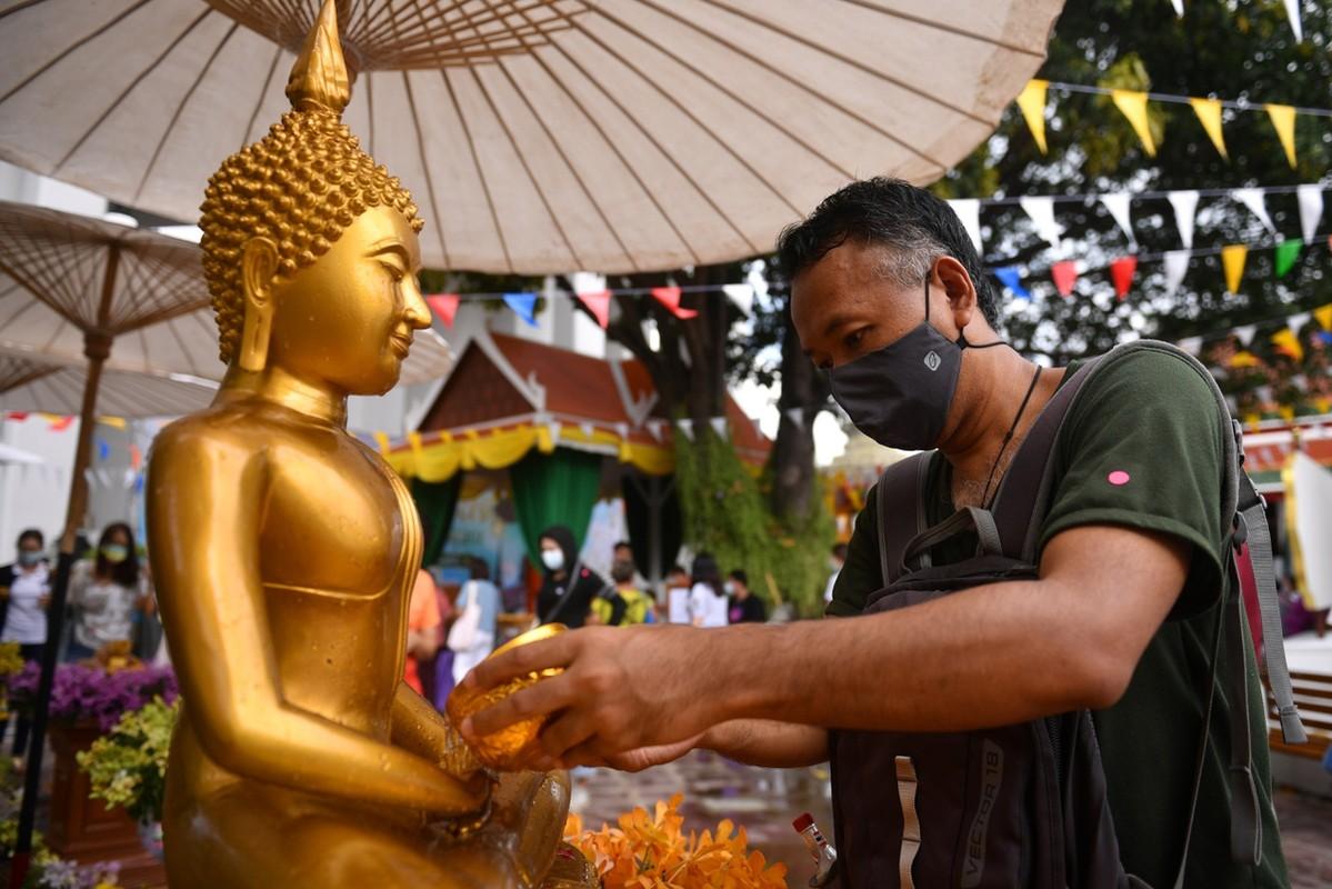 Dich Covid-19 bung tro lai, pho xa Thai Lan toi den giua tet Songkran