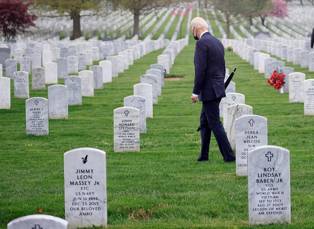 Tong thong Biden khoc sau khi thong bao rut quan khoi Afghanistan-Hinh-6