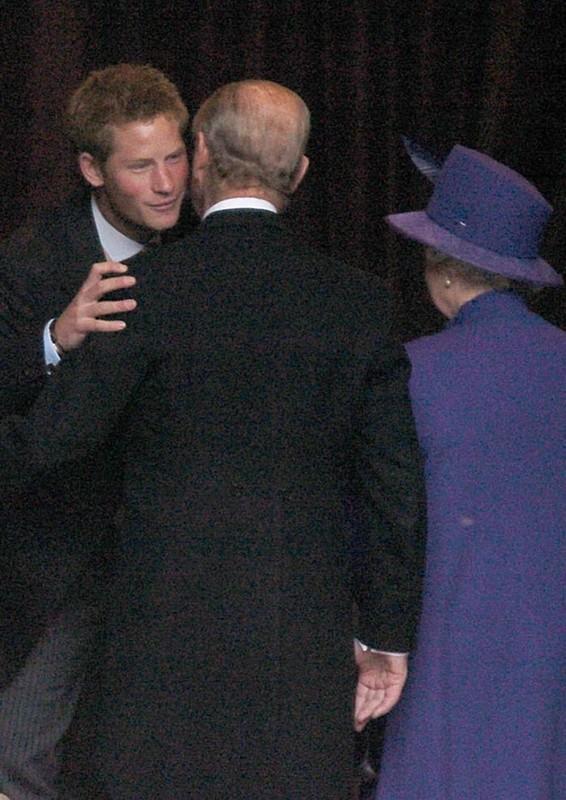 """Bang chung"" Hoang than Philip rat than thiet voi chau trai Harry va William-Hinh-7"
