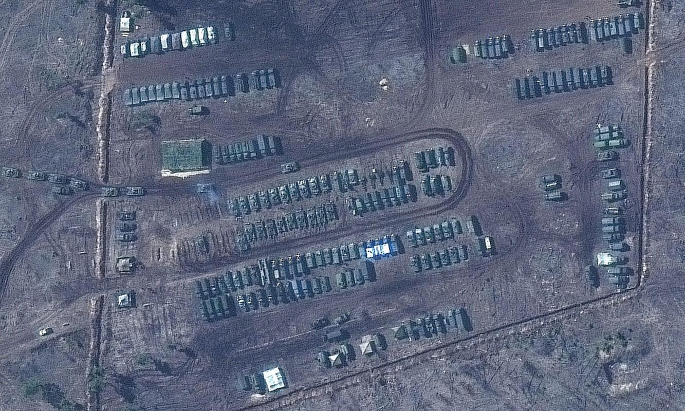 Anh ve tinh he lo quy mo luc luong Nga doc bien gioi Ukraine-Hinh-4