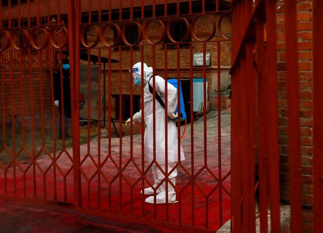 """Noi got"" An Do, Nepal chim trong khung hoang COVID-19 the nao?-Hinh-4"