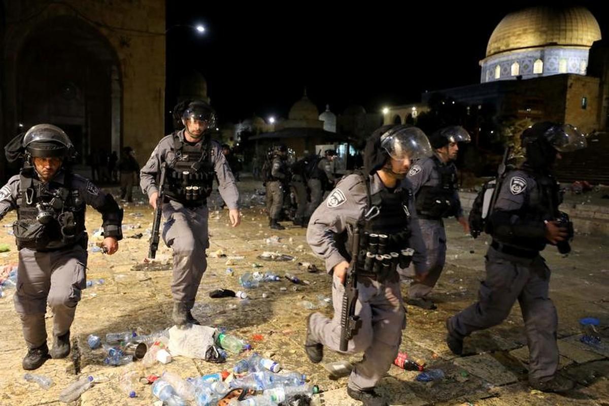 Toan canh vu dung do du doi giua canh sat Israel va nguoi Palestine-Hinh-4