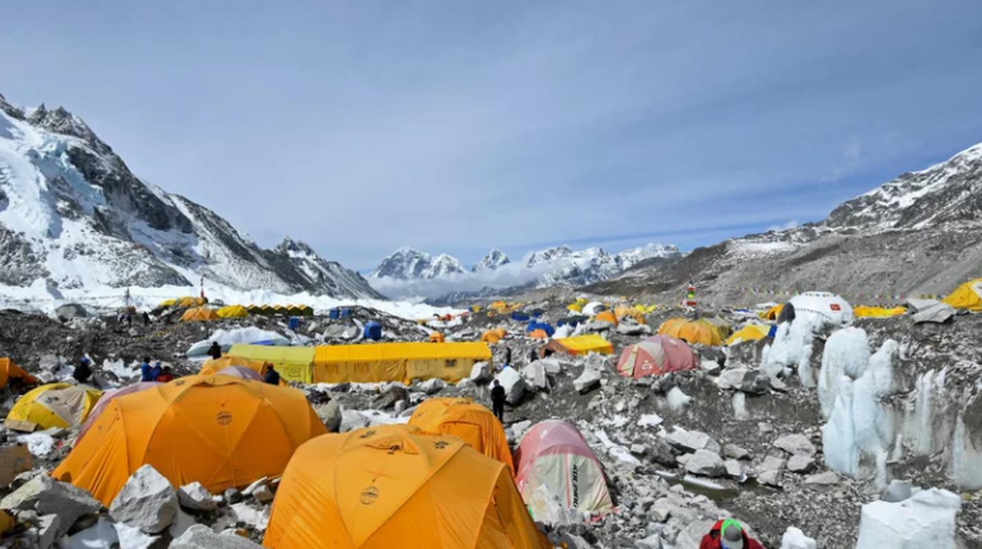 """Dich COVID-19 dang de doa """"noc nha the gioi"""" Everest the nao?-Hinh-2"""