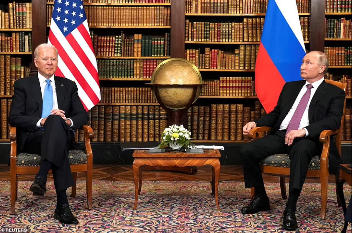 Gap ong Putin, Tong thong My Joe Biden tang mon qua bat ngo-Hinh-2