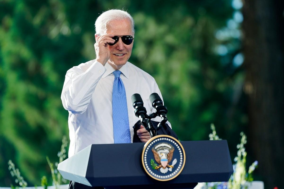 Gap ong Putin, Tong thong My Joe Biden tang mon qua bat ngo-Hinh-3