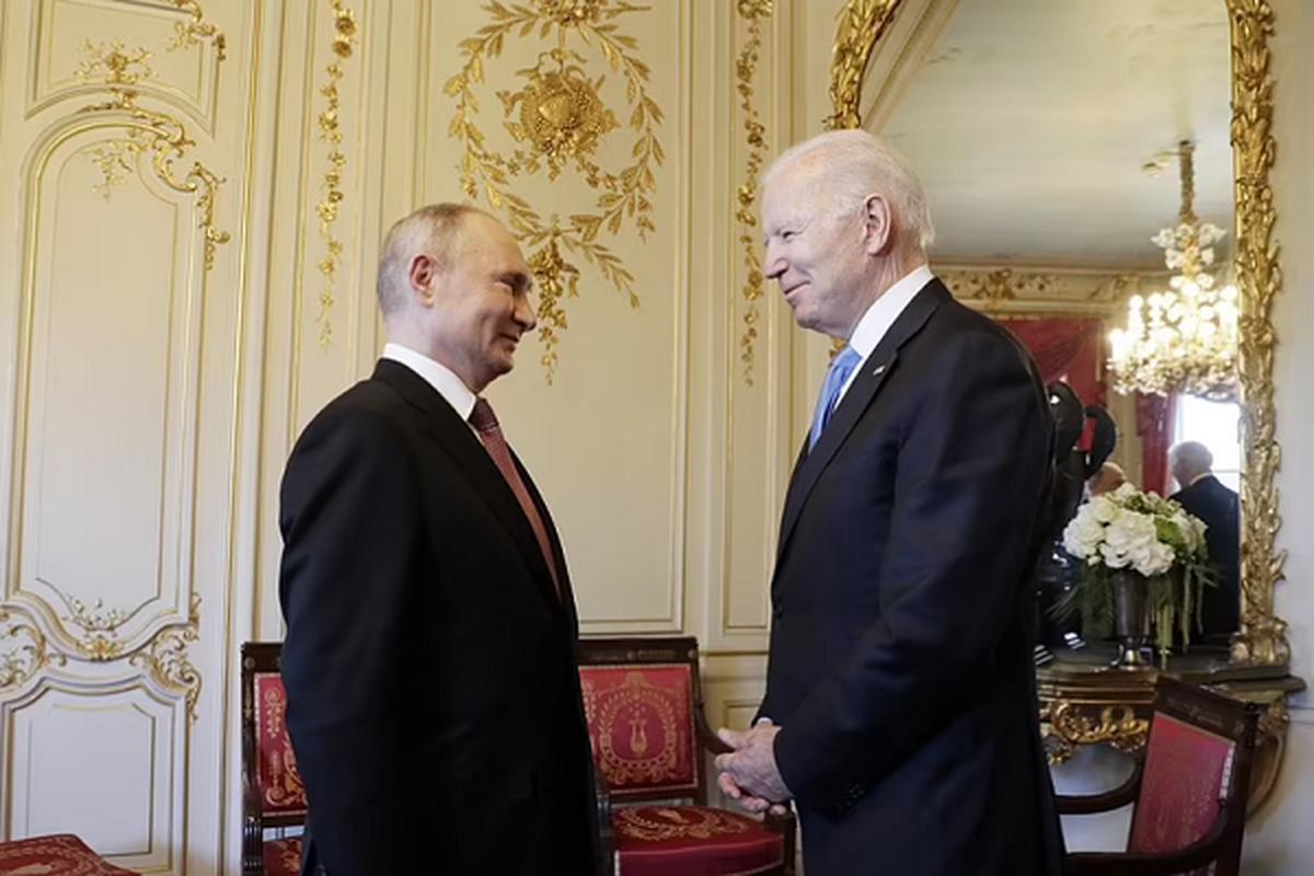 Gap ong Putin, Tong thong My Joe Biden tang mon qua bat ngo-Hinh-7