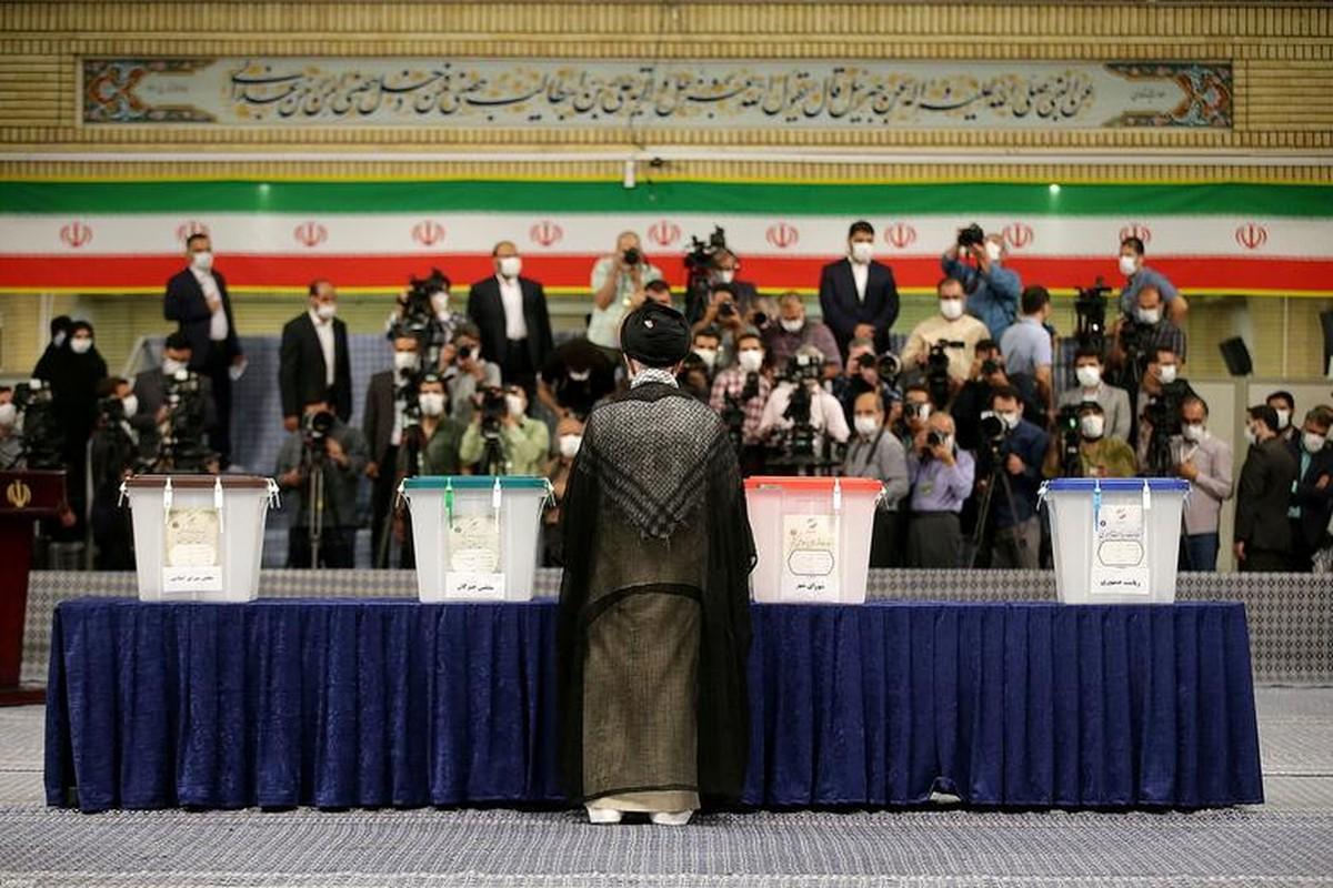 Anh: Nguoi dan Iran di bo phieu bau Tong thong, ai sang gia nhat?-Hinh-5