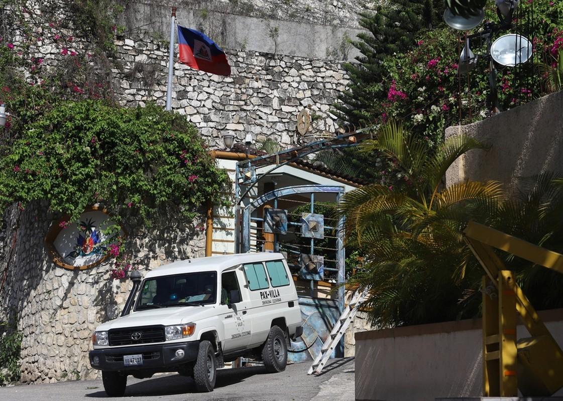 Ben ngoai dinh thu noi tong thong Haiti bi am sat-Hinh-6