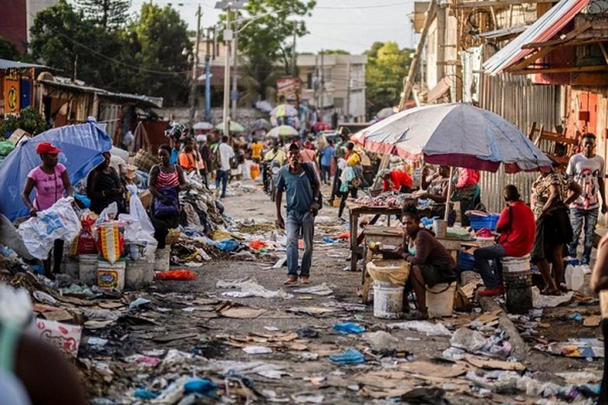Can canh cuoc song o thu do Haiti sau vu am sat tong thong-Hinh-5