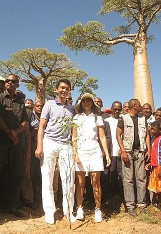 Bat ngo than the Tong thong Madagascar vua bi am sat hut-Hinh-6