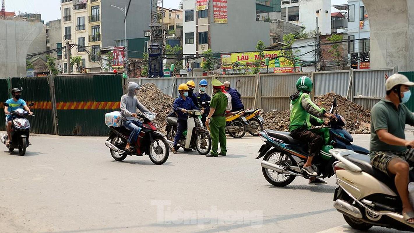 Nhieu shipper cho hang khong thiet yeu bi phat tai Ha Noi-Hinh-10