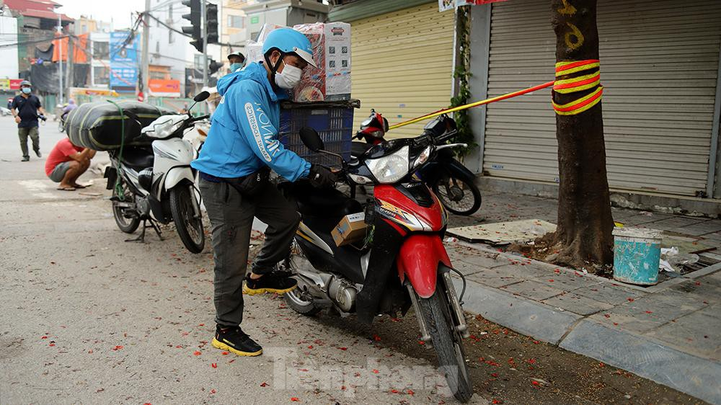 Nhieu shipper cho hang khong thiet yeu bi phat tai Ha Noi-Hinh-2
