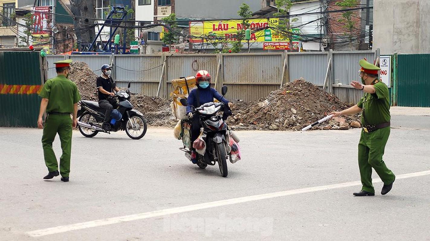 Nhieu shipper cho hang khong thiet yeu bi phat tai Ha Noi