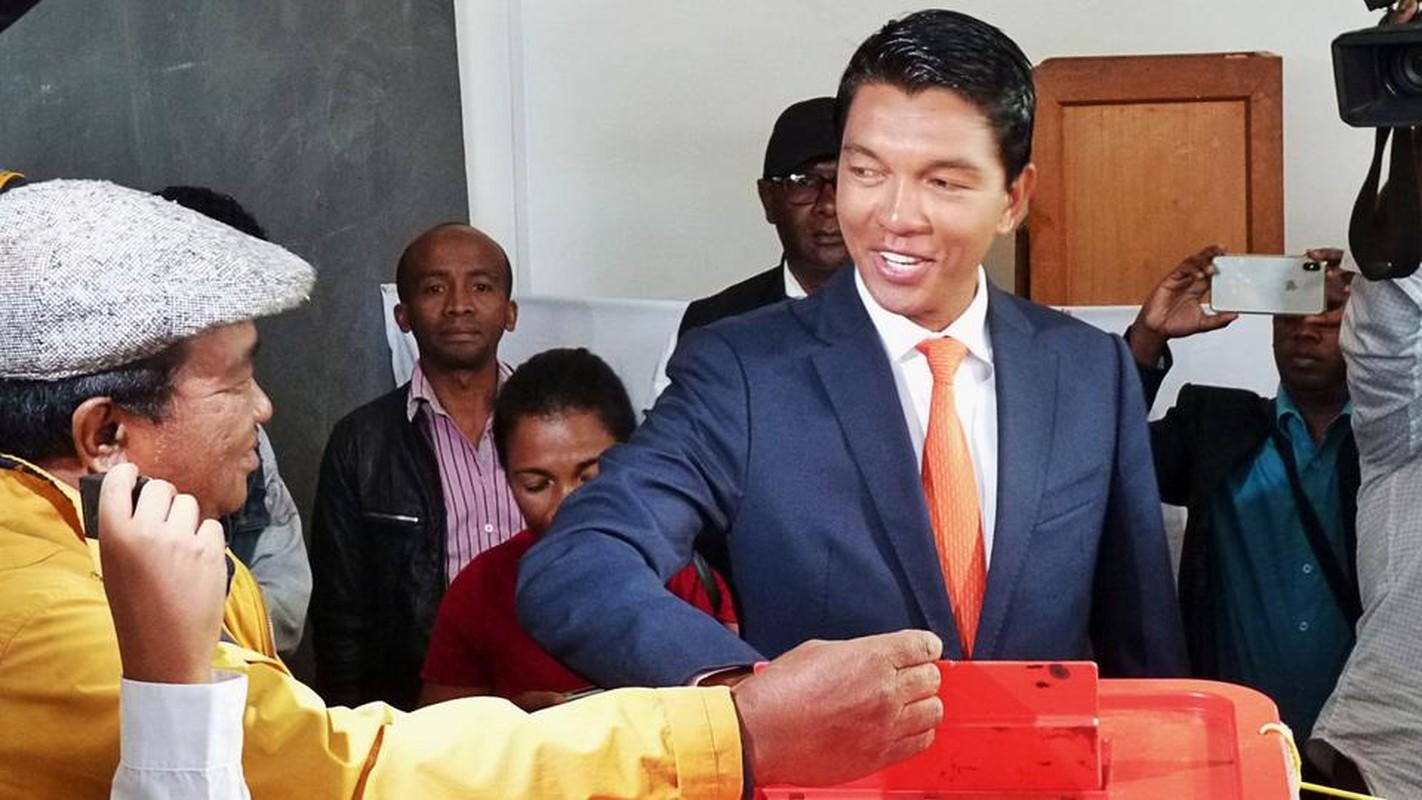 Vu am sat hut Tong thong Madagascar: Bat giu hang loat tuong linh-Hinh-3