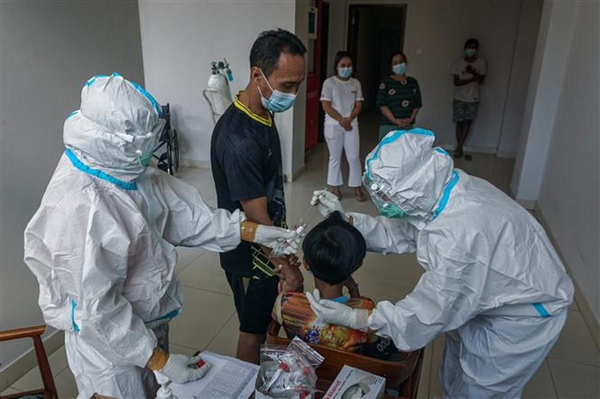 Tham kich COVID-19 tai Indonesia: Hon 100.000 nguoi tu vong-Hinh-7