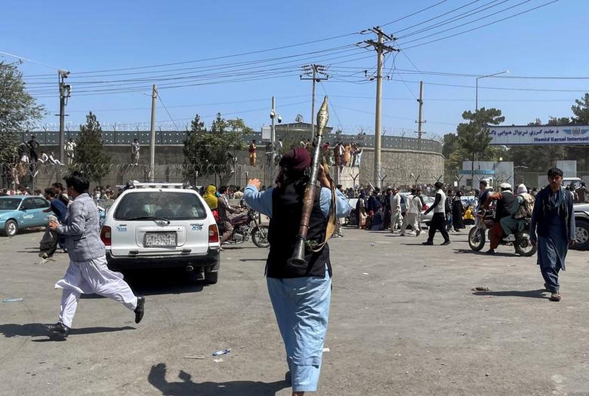 Canh hon loan tai san bay Kabul sau khi Taliban tran vao thu do-Hinh-11