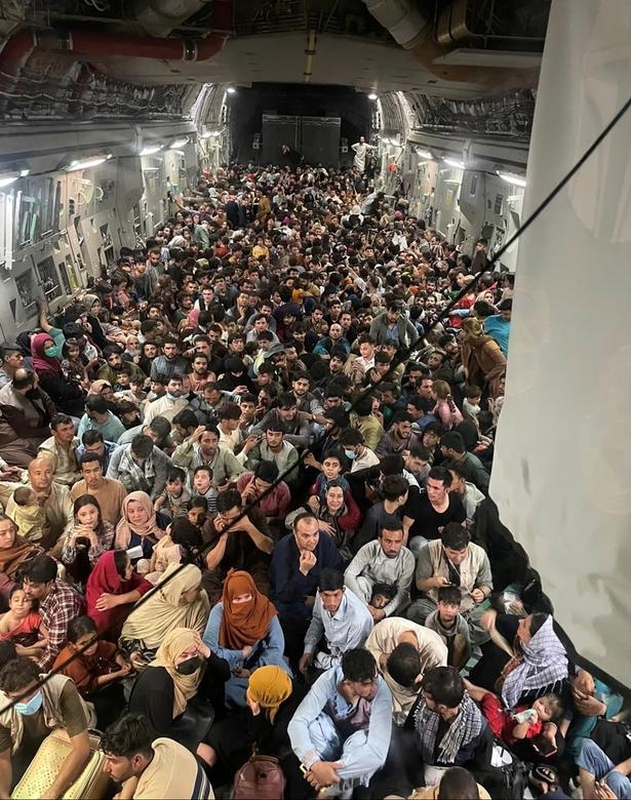 Canh hon loan tai san bay Kabul sau khi Taliban tran vao thu do-Hinh-9