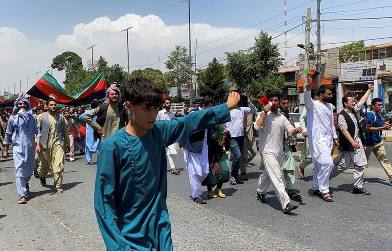 Toan canh bieu tinh phan doi luc luong Taliban tai Afghanistan-Hinh-8