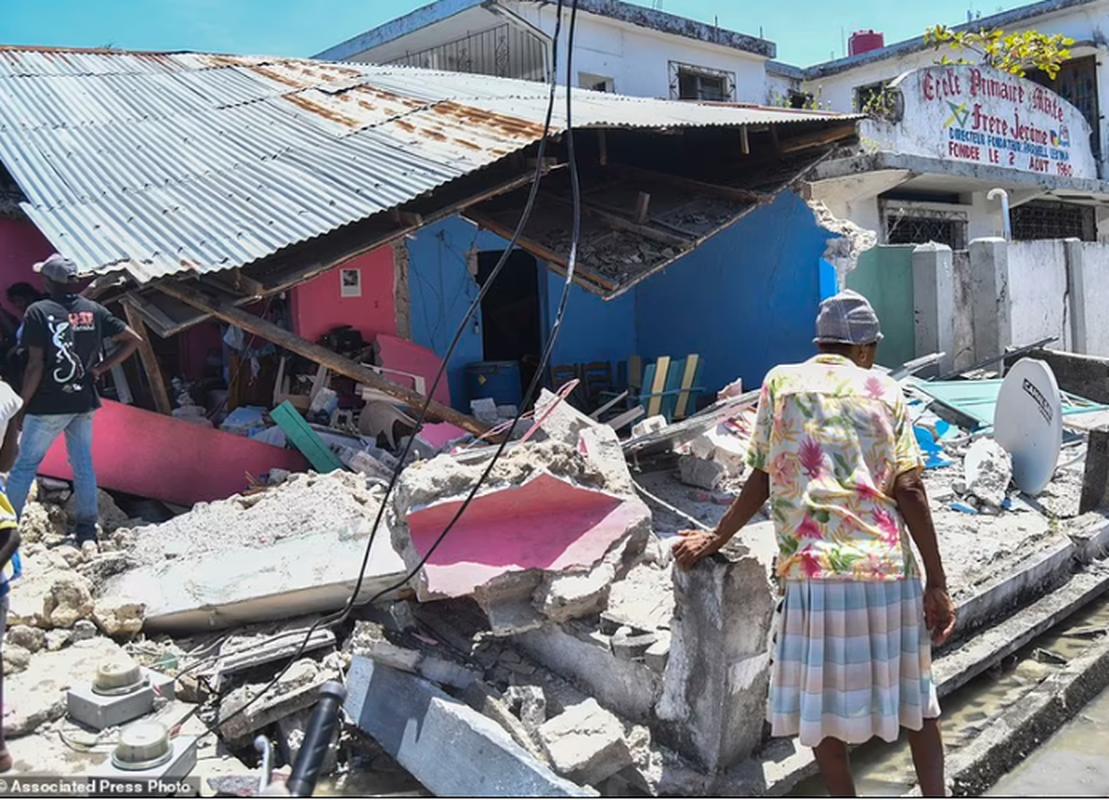 Cuoc song o Haiti sau tham hoa dong dat hon 2.200 nguoi chet-Hinh-13