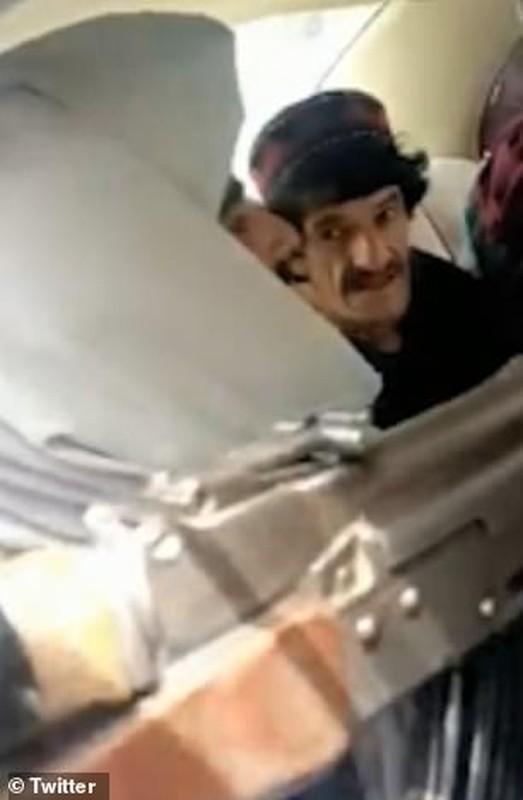 Toan canh vu Taliban hanh quyet dien vien hai Afghanistan-Hinh-5