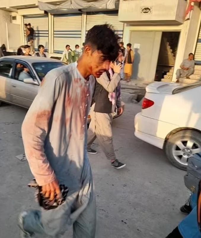 Toan canh vu danh bom kinh hoang o san bay Kabul, nhieu nguoi chet-Hinh-4