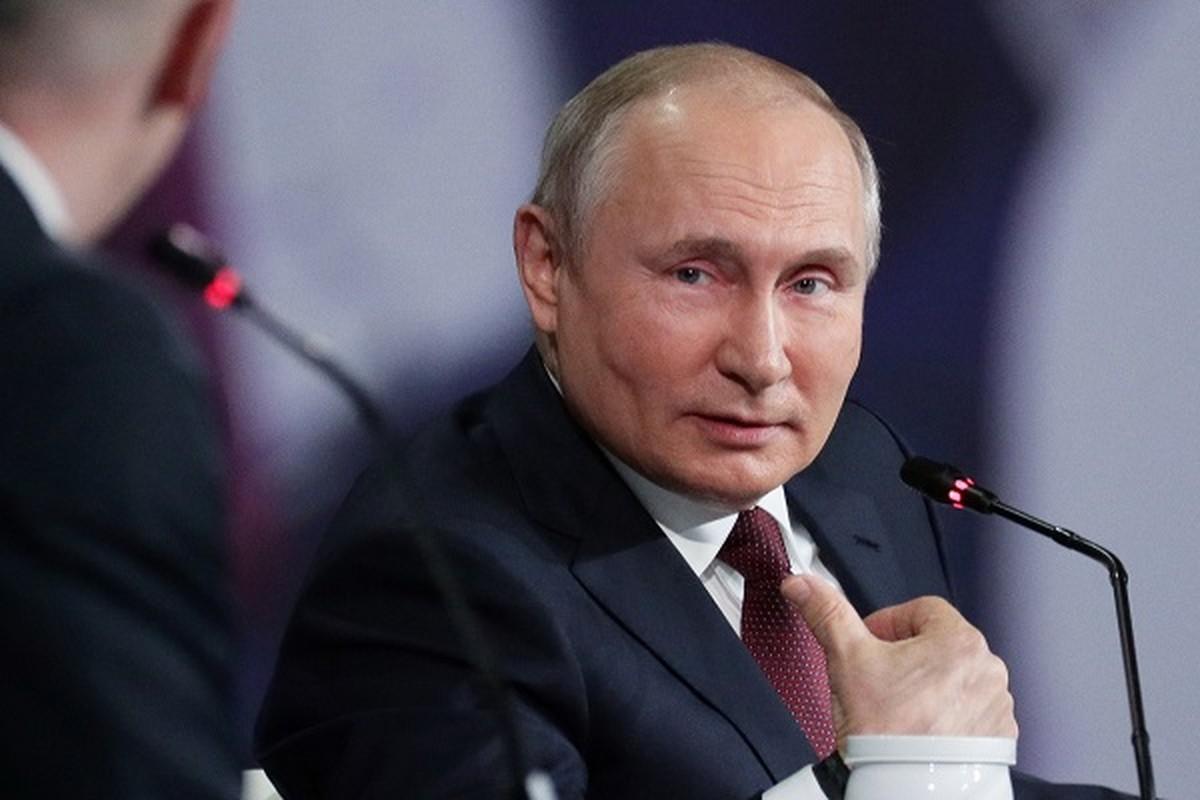 Truoc Tong thong Putin, bao nguyen thu the gioi tu cach ly vi COVID-19?
