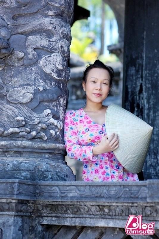 Choang voi guong mat moc khong trang diem cua Viet Huong-Hinh-3