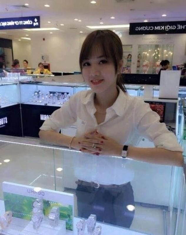 My nu co vong 3 khung hon Ngoc Trinh, bang gia thue nguoi yeu-Hinh-4
