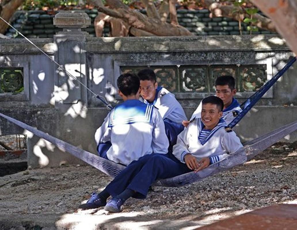 Ngo ngang co mot Truong Sa trong long Ha Noi-Hinh-6