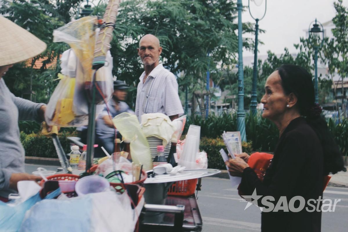 Chuyen tinh vo Viet va ong Tay ngheo o chan cau Hau Giang-Hinh-13
