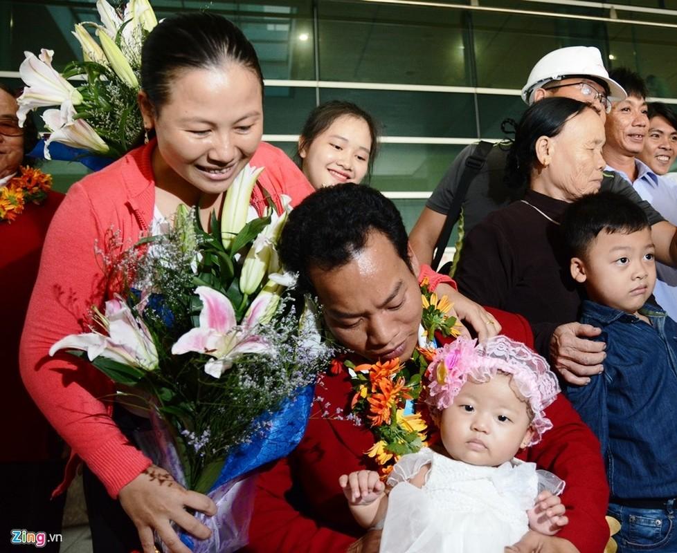 Doat HCV tai Paralympics, Le Van Cong hanh phuc ngay tro ve-Hinh-4