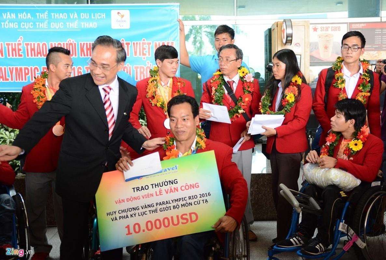 Doat HCV tai Paralympics, Le Van Cong hanh phuc ngay tro ve-Hinh-5
