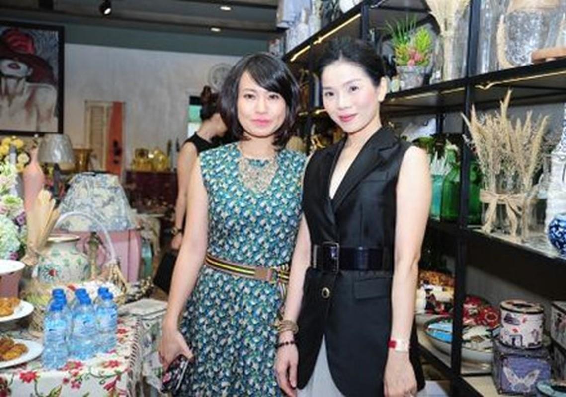 Le Quyen khoe kheo tui xach hon 300 trieu khi di su kien-Hinh-4