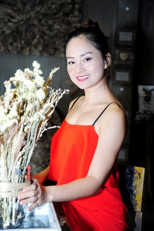Le Quyen khoe kheo tui xach hon 300 trieu khi di su kien-Hinh-6
