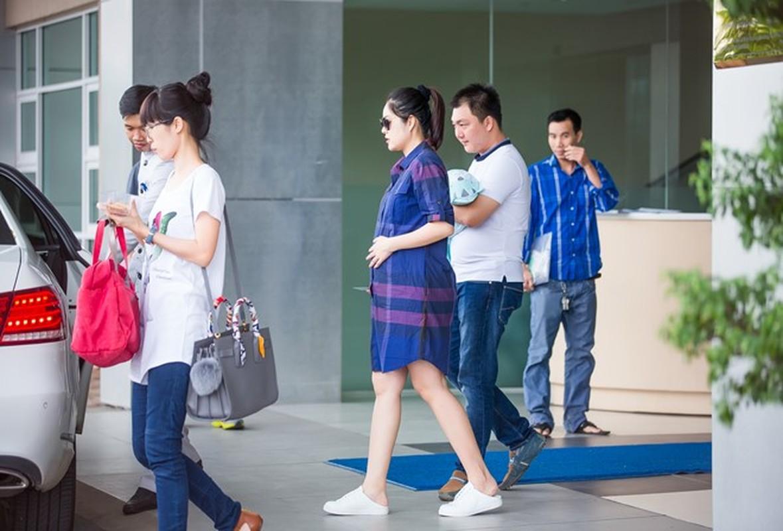 Ngo ngang nhan sac sau sinh cua Duong Cam Lynh-Hinh-5