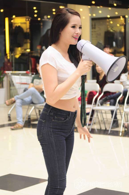 Nguoi mau, hoa hau Viet gay bat ngo voi eo banh mi-Hinh-3