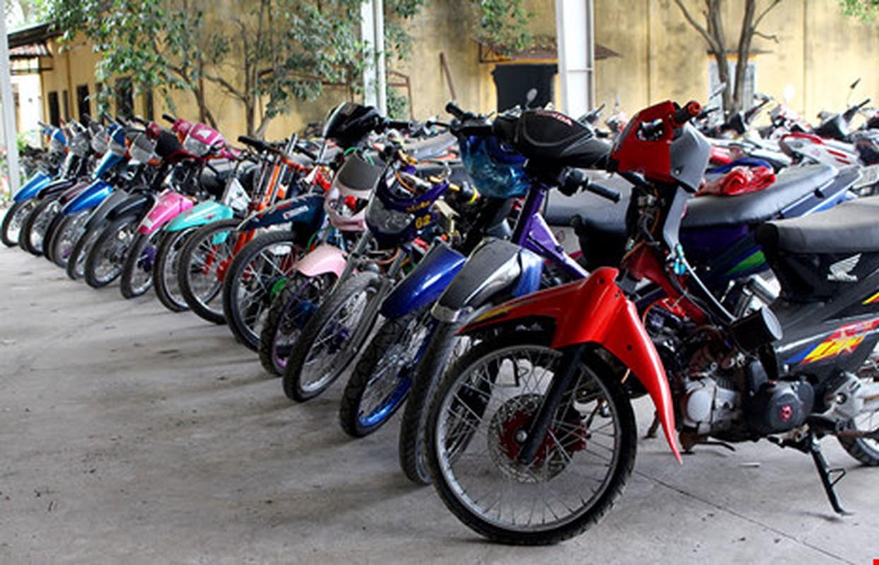 "Hoang hon voi hinh thu ""quai di"" phuong tien dua xe trai phep"