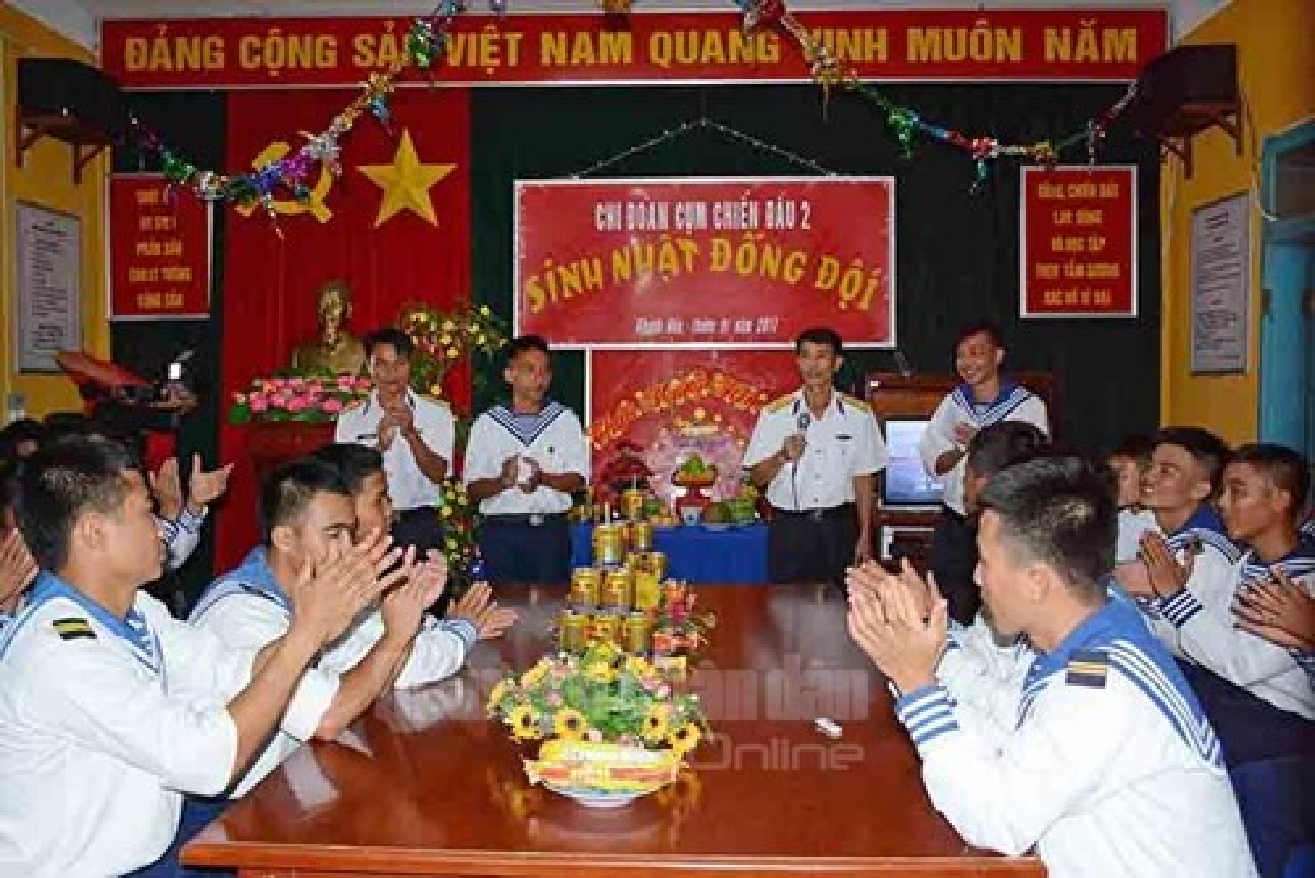 Chum anh chien si Truong Sa vui mung don qua Tet-Hinh-10