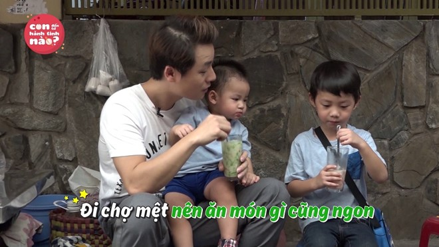 Dang Khoi vat va dua 2 con trai di cho thay vo-Hinh-4