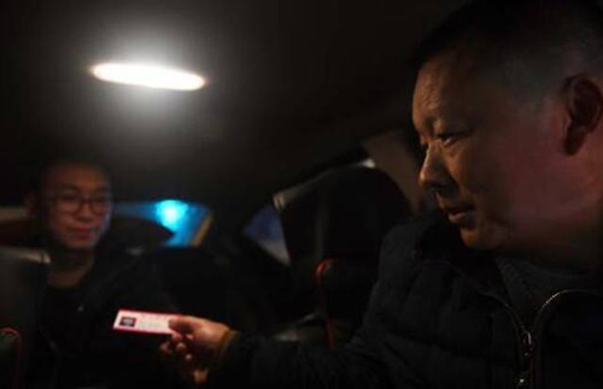 Nguoi cha lam tai xe taxi de tim con gai mat tich 23 nam-Hinh-3