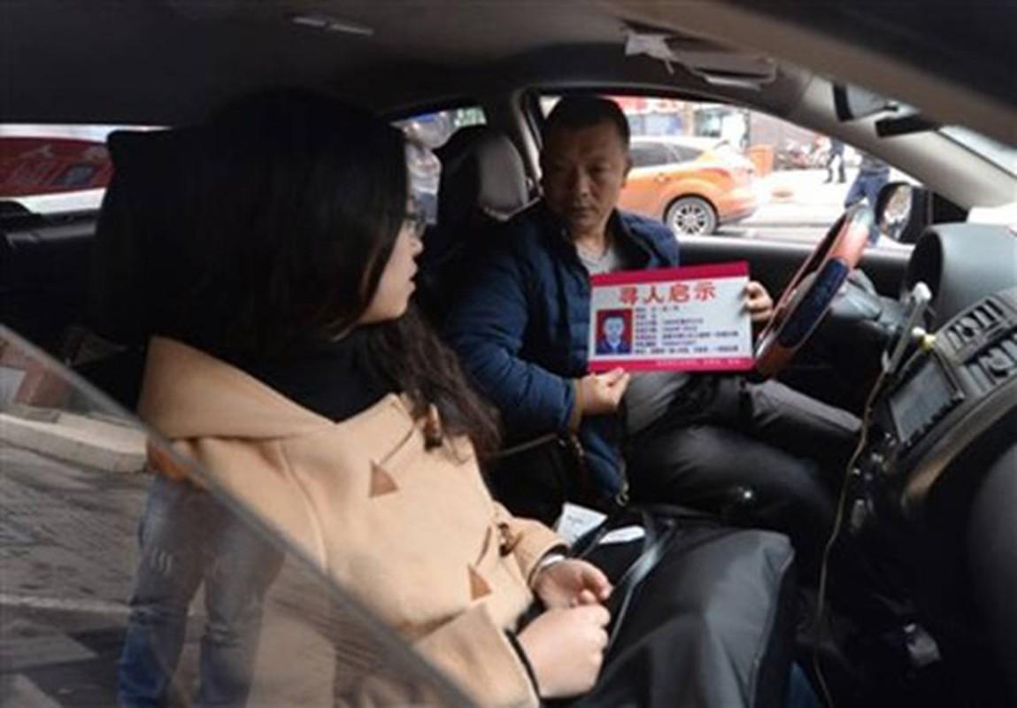Nguoi cha lam tai xe taxi de tim con gai mat tich 23 nam