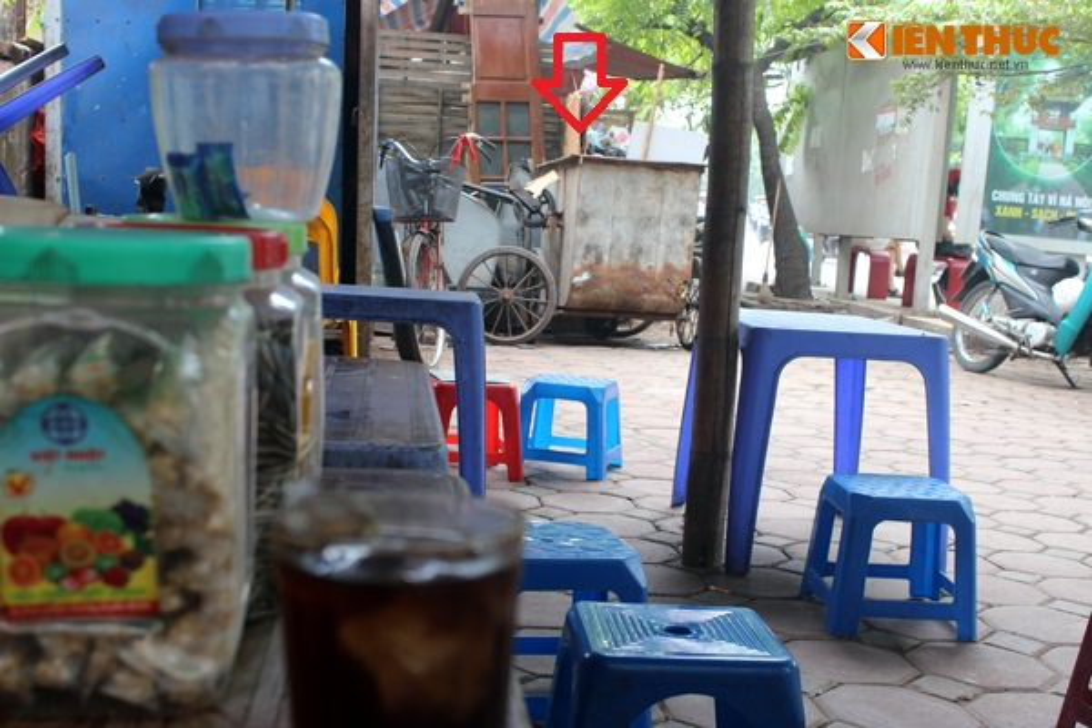 So thich ki di: Uong tra da... hit mui rac o Ha Noi-Hinh-2
