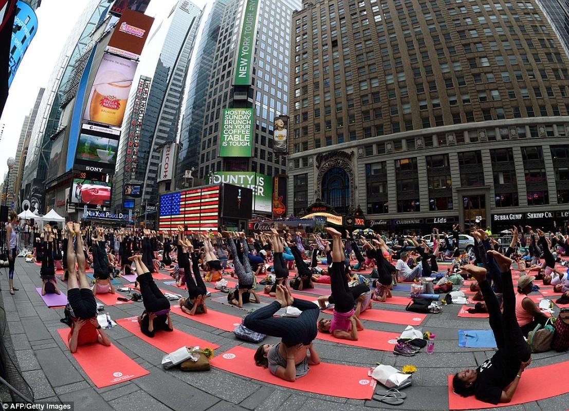 Can canh hang trieu nguoi bieu dien mung Ngay Quoc te Yoga-Hinh-7