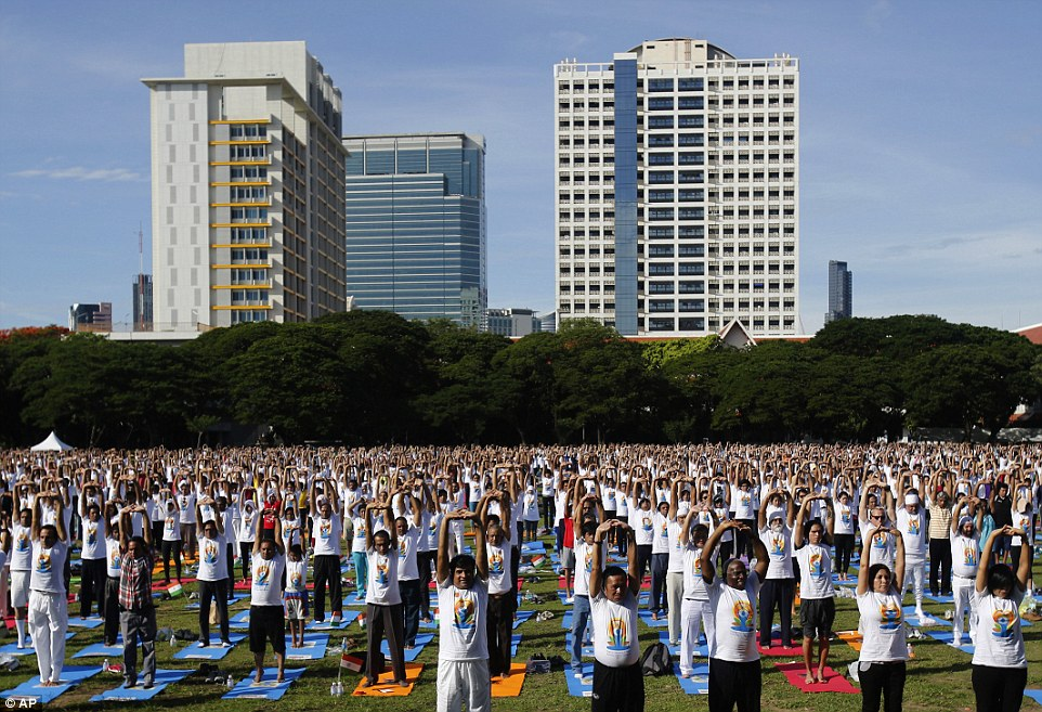 Can canh hang trieu nguoi bieu dien mung Ngay Quoc te Yoga-Hinh-9