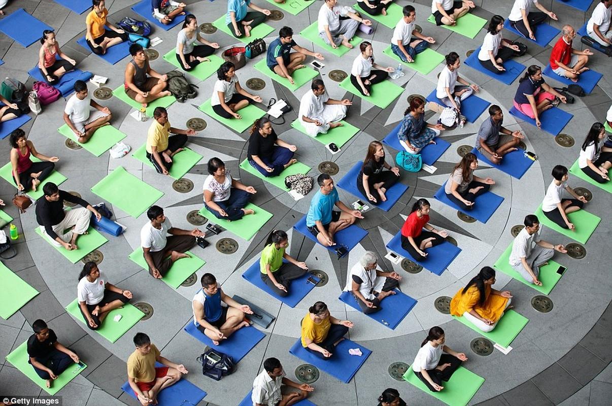 Can canh hang trieu nguoi bieu dien mung Ngay Quoc te Yoga-Hinh-12