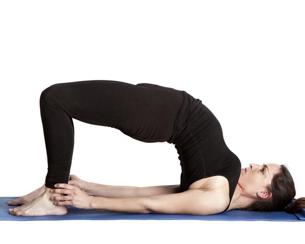 4 tu the yoga chũa dau bung kinh rát hiẹu nghiẹm-Hinh-10