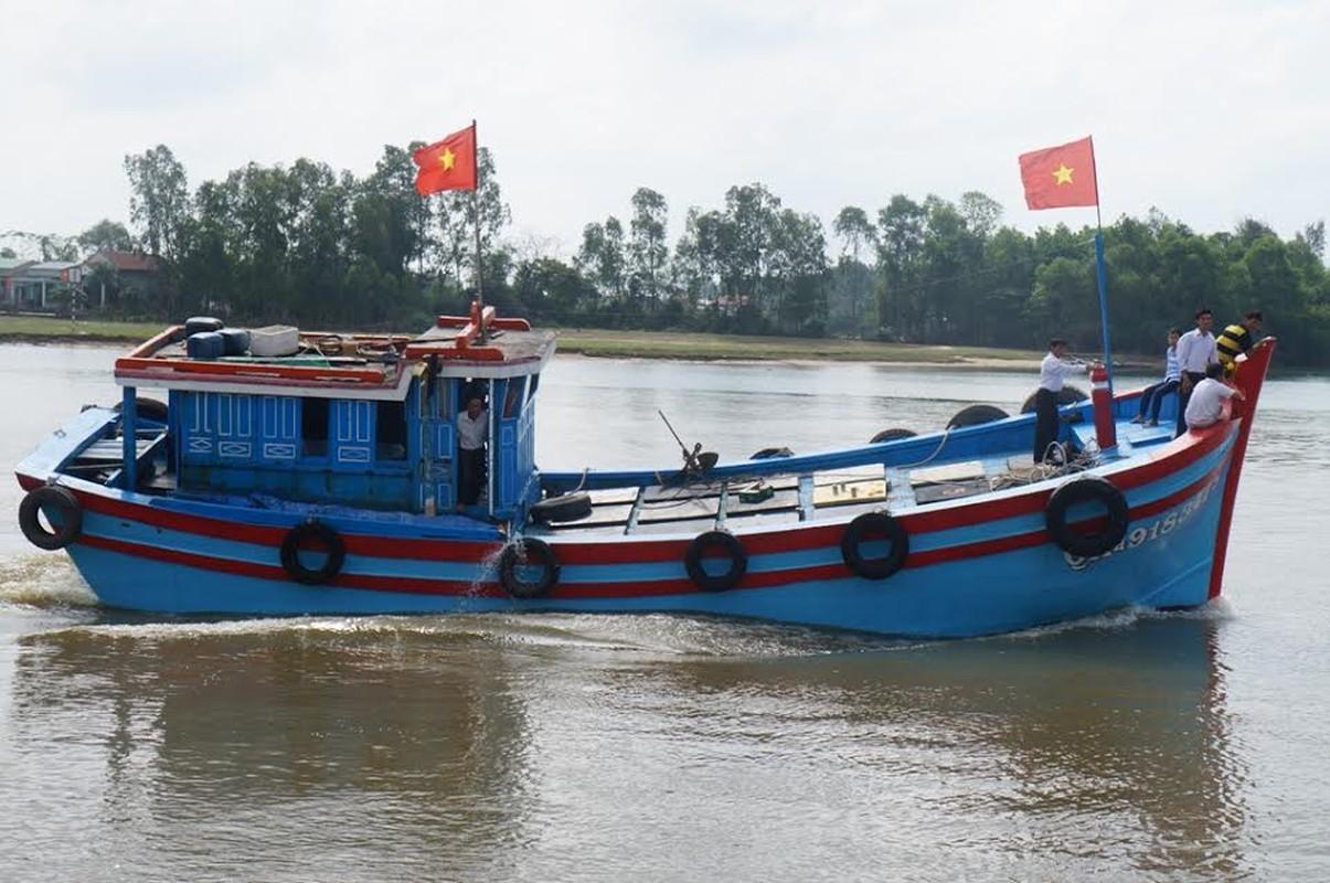 Anh tau thuyen Quang Nam dong loat ra khoi ngay mong 1 Tet-Hinh-7