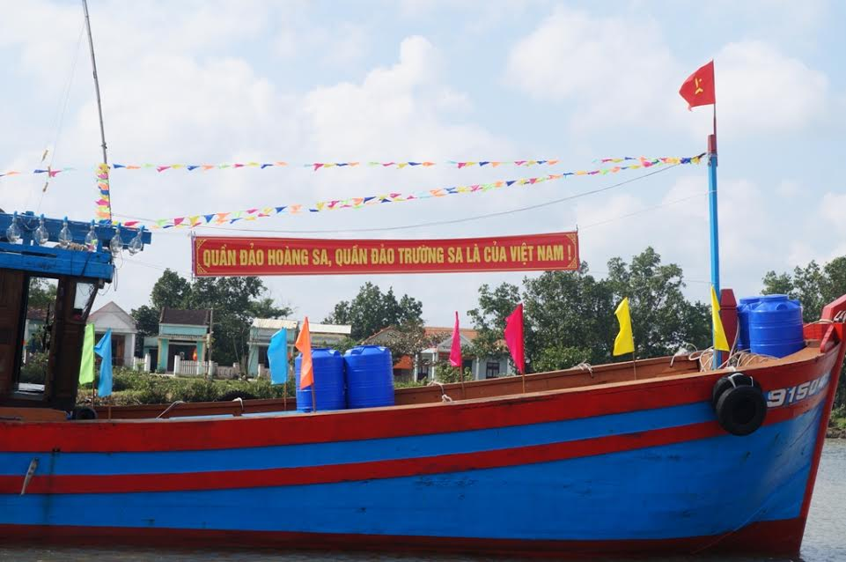 Anh tau thuyen Quang Nam dong loat ra khoi ngay mong 1 Tet