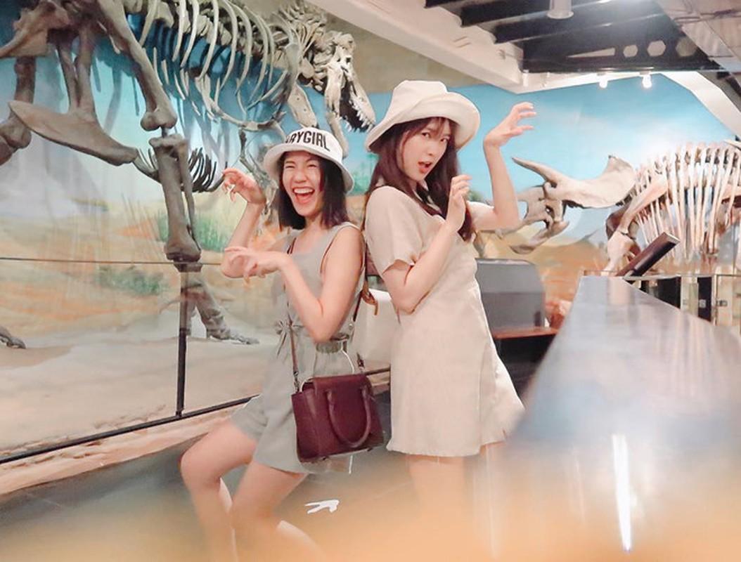 Hai hot girl noi tieng Thai Lan trong trai dau van choi than voi nhau